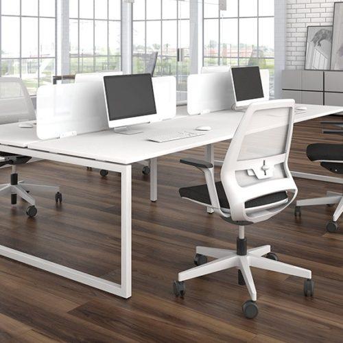 Nova_O_desks with screen partition