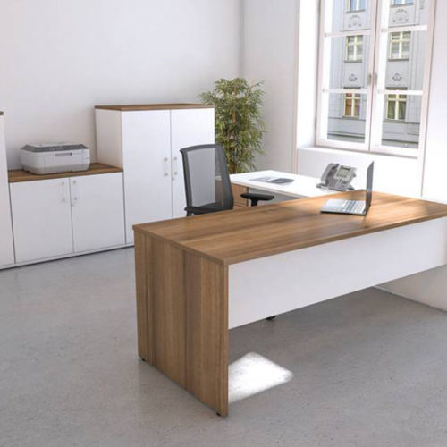 executive workstation with panel end