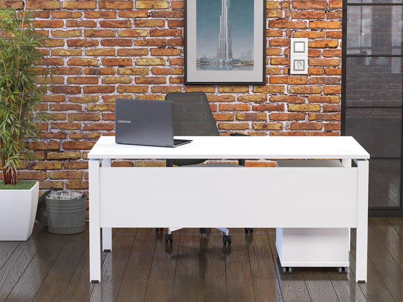 veta workstation with laptop on desk