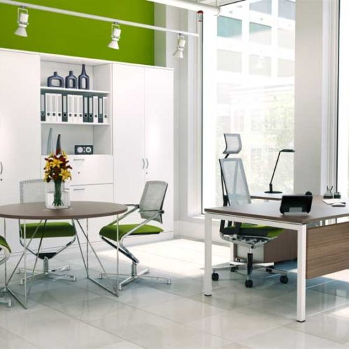Nova-Executive desk in modern office